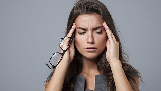В случае передозировки препарата Гутталакс наблюдается снижение артериального давления, появление судорог, обезвоживание организма и потеря солей