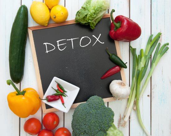 Во время очищения от токсинов допустимо снижение веса на 2-3 килограмма. Потеря веса в этом случае происходит за счет выведения излишков жидкости и шлаков, накопившихся в кишечнике за последнее время