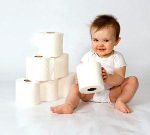 Причины появления поноса у детей несколько иные нежели у взрослых, это могут быть: побочные явления от приема лекарств, аллергия на продукты питания, инфекции кишечника, нарушение моторики кишечника