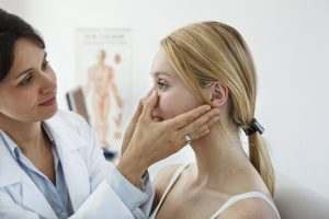 Выбирая капли от заложенности носа, важно учитывать природу и причину этого явления