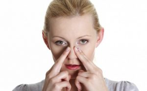 Если побороть насморк обычными средствами не удается, врач может назначить специальные антибактериальные капли