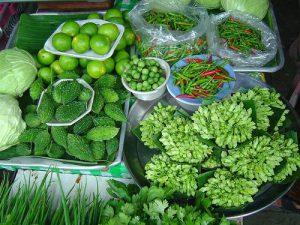 Физиологически обоснованная причина появления зеленого стула кроется в переедании пищевыми источниками, обогащенными природными красителями
