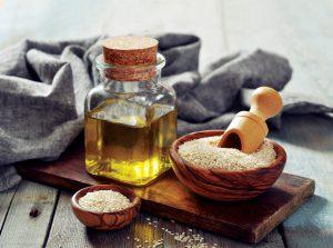 Масло из кунжутной семечки в умеренных количествах невероятно полезно для здоровья человека