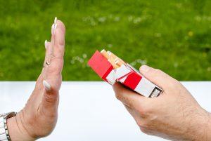 Врачи-наркологи относят курение к зависимости, но утверждают, что зависимость имеет больше психологический характер