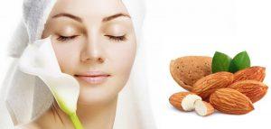 Кроме лечения заболеваний разной тяжести и природы, ядра миндаля являются отличным косметологическим средством. Для этой цели предпочтительнее употреблять эмульсии из миндальных косточек или миндальное масло