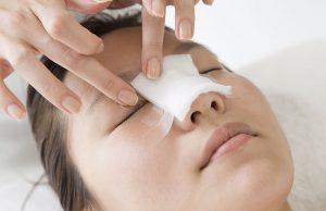 Иногда после операции на перегородке носа возникают осложнения, убрать которые может только врач. Пациенту важно строго придерживаться его предписаний