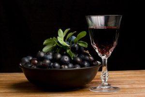 Спиртовая настойка на основе терна, способствует расслаблению стенок кишечника