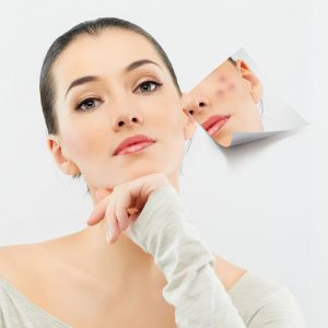 Не стоит делать чистку лица при ярко выраженных воспалительных процессах, а также в период месячных.