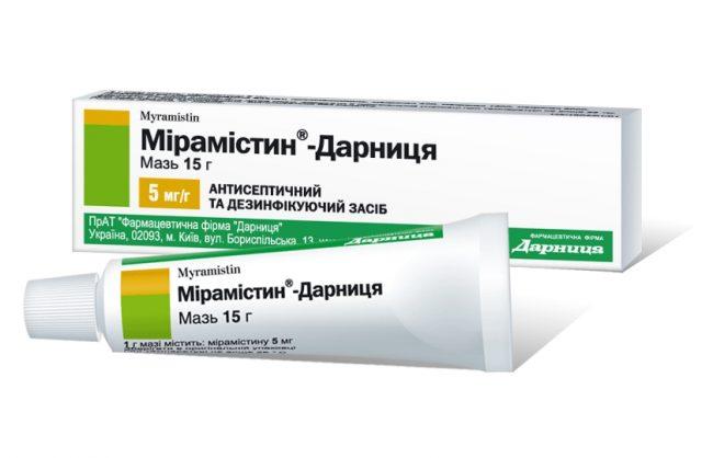 Мирамистин обладает не только широким действием на большинство патогенных бактерий. В отличие от большинства других антисептиков – он обладает еще и активностью в отношении вируса герпеса.