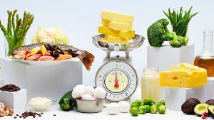 Разрешены сливочное масло, творог, сыры, растительные масла, грибы, морепродукты, субпродукты, из овощей: капуста цветная, белокочанная, брюссельская, брокколи, пекинская, огурцы, стручковая фасоль, листовая зелень, сельдерей, кабачки, репчатый лук, помидоры в ограниченном количестве