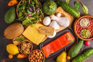 На сегодняшний день кето-диета является одной из популярнейших из-за своей высокой эффективности. Во время этой диеты можно придерживаться определённого калорийного питания, но при этом сохранять мышечную массу