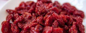 Тем, кто сидит на диете, важно знать, что калорийность сушеного кизила гораздо выше, чем у свежей ягоды