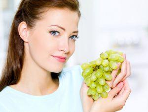 Умеренное потребление винограда показано беременным женщинам, если у них нет индивидуальной непереносимости и хронических патологий, при которых нельзя принимать продукт