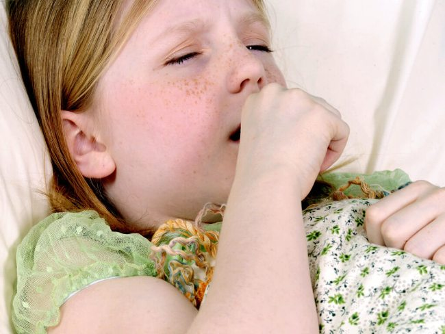 Сухой кашель у ребенка может возникать из-за множества разных причин. Если вовремя не начать лечение - заболевание может перейти в хроническую форму