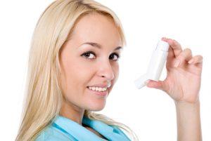 Нужно не забывать про ингалятор, благодаря ему снимаются астматические приступы