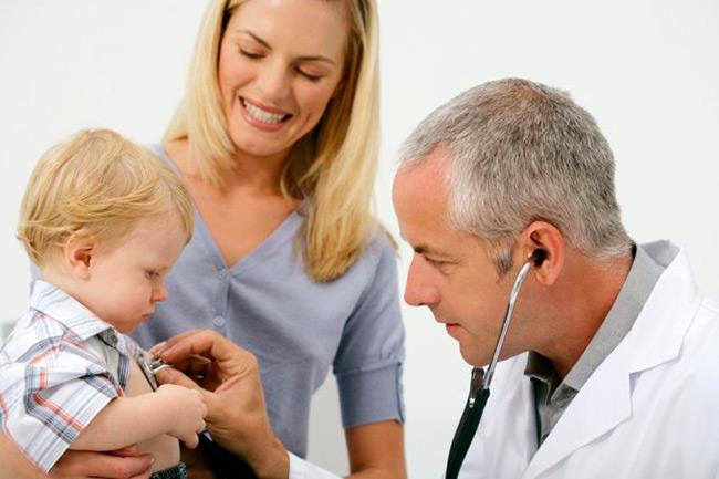 Многие лекарства без соблюдения правильного приема могут нанести вред организму взрослого и ребенка — употребление их без предписания и согласования с врачом не рекомендуется