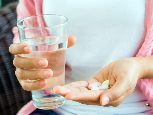 При консервативном лечении основой метода является применение гормональных препаратов при одновременной стимуляции и укреплении иммунитета