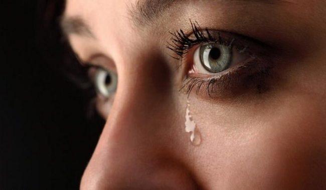 Круги под глазами могут появиться как реакция на различные аллергены (вещества, вызывающие аллергические реакции), проникающие в организм преимущественно посредством ингаляции (вдыхания)