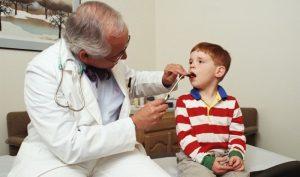 Часто врачи выписывают примения люголя, что эффективно сказывается на лечении стоматита