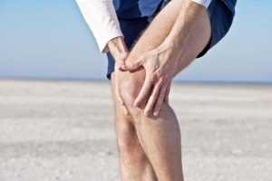 Тонзиллит может проявлять себя болями в суставах