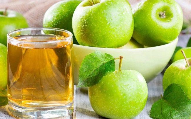 Яблочный сок лучше выпить сразу после приготовления, потому что он очень быстро окисляется и становится непригодным для нужного эффекта