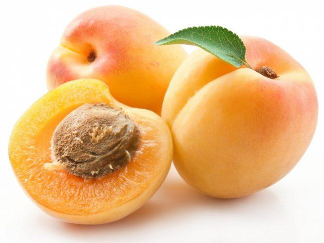 Несмотря на сладкий вкус, 100 гр. абрикоса содержат 44 килокалории, это диетический продукт с легко усвояемыми углеводами