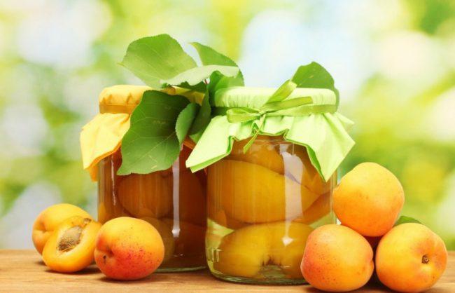 Абрикос можно употреблять в сыром, сушенном и консервированном виде. Варенья, джемы, пастила, компот, торты, мясные закуски – положить абрикос можно почти в каждое блюдо