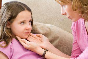 Боль в горле - характерный признак аденоидита