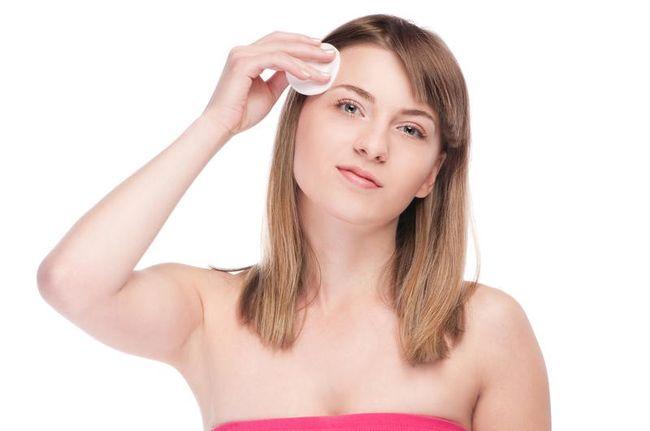 Мезотерапия лица, дермабразия, лазерная терапия, криотерапия и акне пилинг позволяют уменьшить косметические дефекты рубцевания
