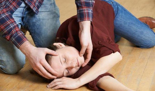 Во время легкой формы анафилактического шока человек может потерять сознание.