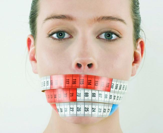 Анорексия, как и булимия, являет собой пищевое расстройство, часто вызванное психологическими факторами