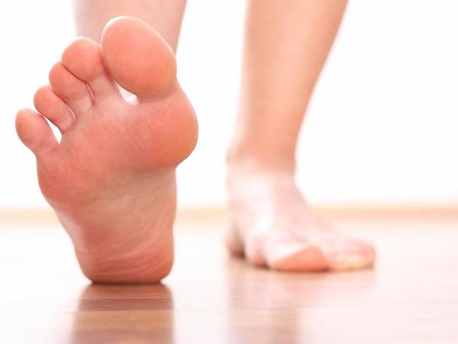 Лечебная физкультура при артрозе поможет укрепить мышцы, уменьшить напряжение в больных суставах и активизировать кровообращение в них