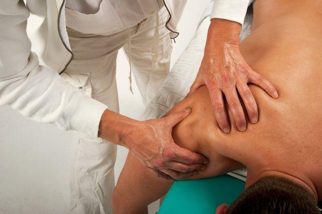 Артроз плечевого сустава - это дистрофические изменения в хрящевой и прилегающей к ней костной ткани сустава плеча.