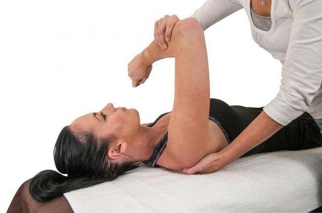 Лечение артроза плечевого сустава необходимо начать с обращения к специалисту.