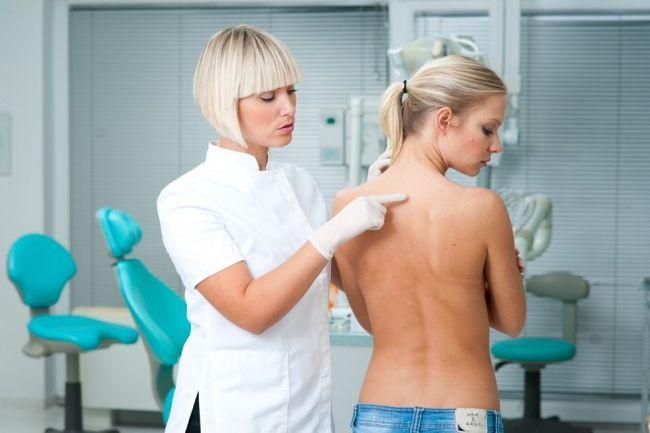 При первых признаках заболевания необходимо пройти обследование в больнице