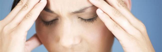 Ацетилсалициловая кислота от головной боли в народе называют аспирином или универсальной таблеткой от головы. Он является противовоспалительным и жаропонижающим средством
