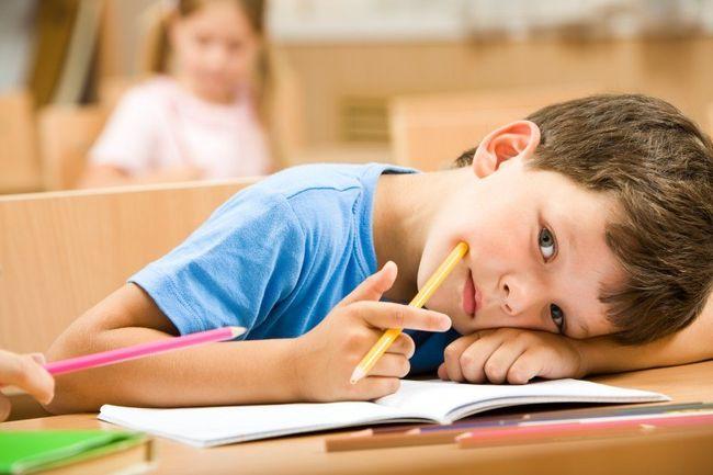 Аутизм не поддается лечению, с ребенком необходимо постоянно работать специалистам