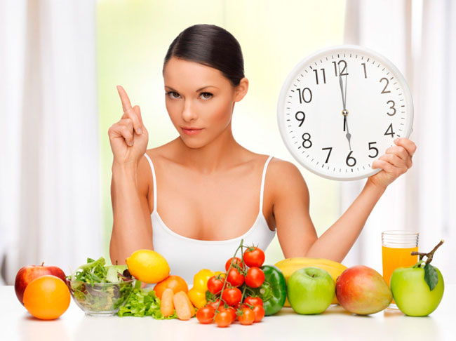 Нужно придерживаться одного и того же ритма питания, в одно и то же время, не допуская послабления или отступления