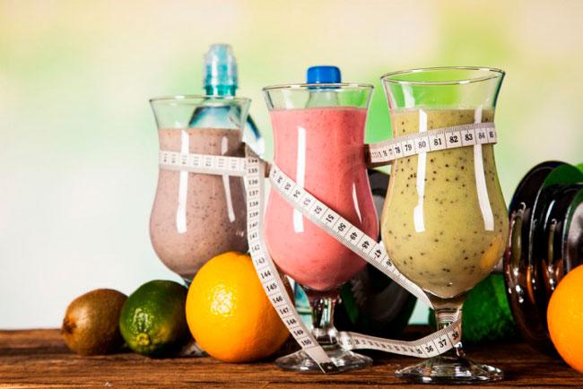 Белково-витаминная диета предусматривает чередование белков и витаминов, то есть после фруктового завтрака можно сделать протеиновый обед (мясо) и овощной ужин