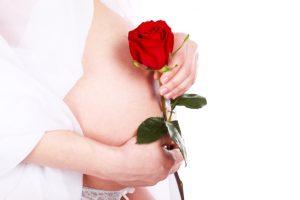 Во время беременности почки матери должны работать за двоих, поэтому из-за двойной нагрузки возможны различные осложнения, которые требуют особого внимания