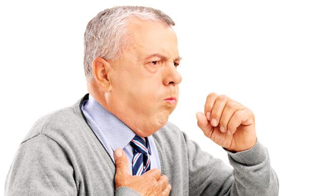 При бронхите, боль распространяется на грудную клетку и со стороны спины, при этом наблюдается высокая температура, хрипы и кашель