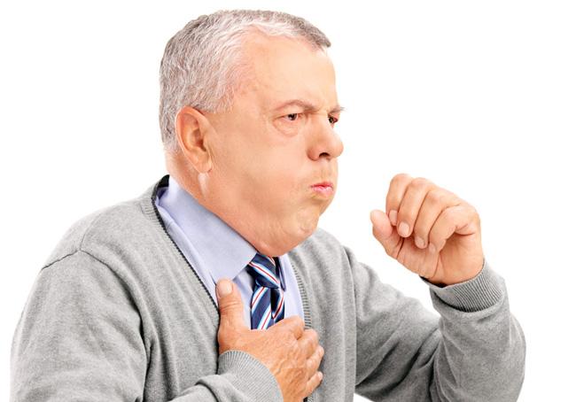 Сухой кашель и боль в грудине посередине указывают на патологию органов дыхания