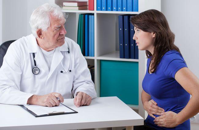 Боль в пояснице также возможна при холецистите, по своей симптоматике она похожа на боль при аппендиците