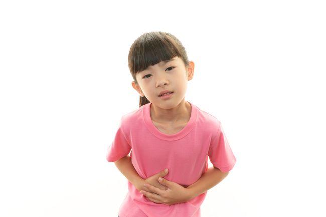 При боли живота у ребенка свыше двух часов - необходимо немедленно обратиться к врачу!
