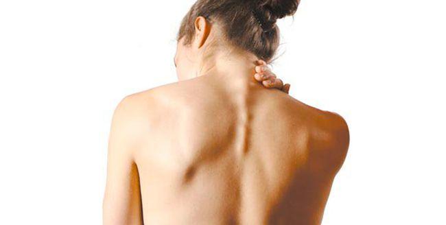 Грудной остеохондроз - это патология, вызванная процессами расслоения межпозвоночных дисков и воздействием на нервы между ребер