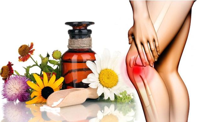 При болях в колене вместе с лекарственными препаратами широко используются средства народной медицины