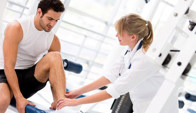 Если не лечить болезнь, то боли при ходьбе, могут сильно снизить подвижность