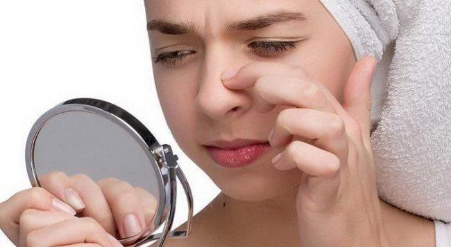 Нельзя выдавливать угри в районе носогубного треугольника. Нельзя наносить очищающие скрабы в районе глаз.