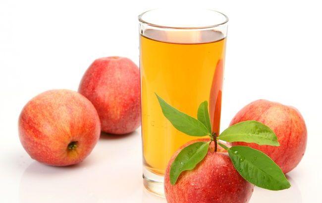 В день чистки необходимо выпить 3 стакана яблочного сока