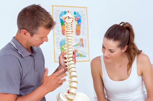 Самая частая причина болей при люмбаго — раздражение фиброзного кольца, задней и межостистой связок позвоночника, а также других связок и капсул суставов